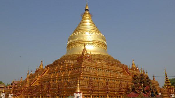 バガンを代表する仏塔「シュエズィーゴォン・パヤー」